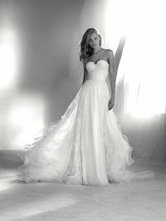 Suknia ślubna z dekoltem w kształcie serca