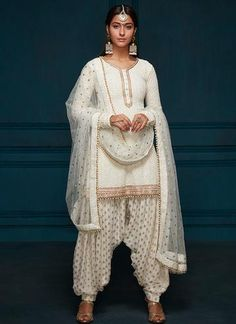 Buy Ivory Color Patiala Suit by Akanksha Singh at Fresh Look Fashion White Punjabi Suits, Indian Suits Punjabi, White Salwar Suit, Punjabi Wedding Suit, Punjabi Suits Party Wear, Salwar Suits Simple, Punjabi Salwar Suits, Indian Salwar Kameez, Churidar