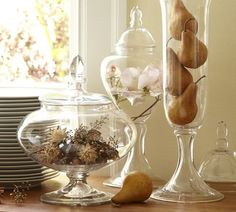 Lots of great ways to use my glass canisters. Love the live plants one but not sure I'd be able to pull it off ha!