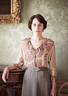 "Michelle Dockery as Lady Mary Crawley on Downton Abbey sings: ""If you were the only boy in the world and I was the only girl"", while Matthew is missing in the war and her heart is breaking. Lady Mary Crawley, Downton Abbey Costumes, Downton Abbey Fashion, Downton Abbey Mary, Downton Abbey Season 1, Moda Retro, Moda Vintage, Belle Epoque, Matthew Crawley"