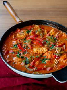 Fish Recipes, Keto Recipes, Dinner Recipes, Dinner Ideas, Food N, Food And Drink, Fish Stew, Zeina, Just Eat It