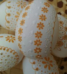 Easter Eggs, Pottery, Handmade, Wood, Eggs, Diy Home Crafts, Ceramica, Hand Made, Pottery Pots