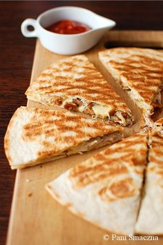 z kurkami i kurczakiem / Quesadilla with chanterelles i chicken Breakfast Recipes, Dessert Recipes, Kebab, Afternoon Snacks, Diy Food, Finger Foods, Food Inspiration, Love Food, Food To Make