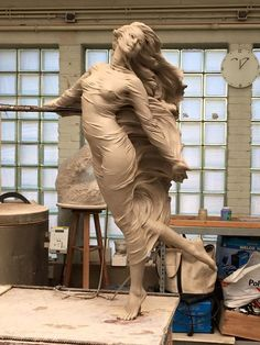 Chinese sculptor Luo Li Rong was also one of the biggest fans of Renaissance art. And she created her new Renaissance inspired ultra-realistic female sculptures. Statues, Statue Ange, Renaissance Kunst, Grandeur Nature, Female Form, Oeuvre D'art, Amazing Art, Sculpting, Cool Art