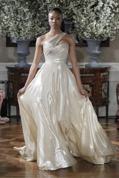 The Best Designer Wedding Dresses from 2013 Spring Bridal Fashion Week: Carolina Herrera, Vera Wang, Monique Lhuillier & more! | POPSUGAR Fashion Australia