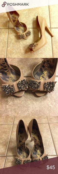 53d971511616 •Sam Edelman• Nude Heels Sam Edelman nude peep toe heels with studded bow  detail