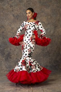 Spanish style – Mediterranean Home Decor Spanish Fashion, Spanish Style, Spanish Dress Flamenco, Flamenco Dresses, Quince Dresses, African Print Fashion, Lovely Dresses, Dot Dress, Traditional Dresses