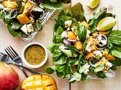 Hedelmäinen ja rapsakka fetasalaatti yhdistää suolaisen ja makean. Samalla se suorastaa pursuu vitamiineja. Mango, Fresh Rolls, Cobb Salad, Feta, Cantaloupe, Chili, Food And Drink, Dinner, Ethnic Recipes