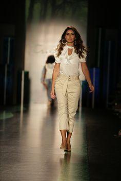 La elegancia es un equilibrio entre sencillez, pulcritud, espontaneidad y distinción. Dior #moda #denim #outfit