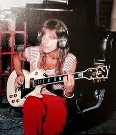 Randy Rhoads \m Rip Love, Badass Pictures, Best Guitar Players, Tribute, Walter White, I Love You Forever, Judas Priest, Ozzy Osbourne, Jack White