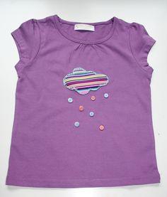 Mi camiseta LLueven botones http://littlesunflowerhandmade.blogspot.com.es/