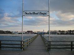 Zingst von der Seebrücke aus wurde in Deutschland, Zingst aufgenommen und hat folgende Stichwörter: Zingst, Seebrücke.