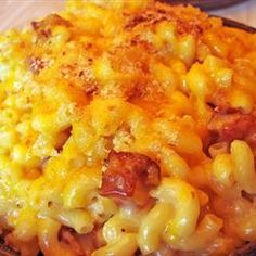 A macaroni pie mainly known as baked macaroni and cheese. This dish is a staple on sunday caribbean cooking. The more cheese, the bett. Mc N Cheese, Bacon Mac And Cheese, Mac Cheese Recipes, Mac And Cheese Homemade, Macaroni Cheese, Bacon Recipes, Pasta Recipes, Cooking Recipes, Macaroni Pie