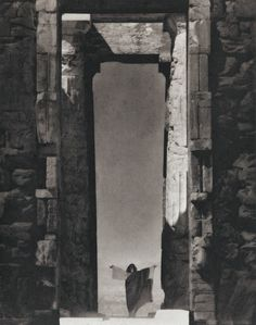 View Isadora Duncan at the Portal of the Parthenon by Edward Steichen on artnet. Browse more artworks Edward Steichen from Bruce Silverstein.