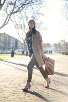 While In Madrid  #Winter Urban Chic Women Fashion Streetstyle #Lovely Pepa #Vintage leather camel-coloured bag #Metallic Touches Tote #Gray Pret-A-Porter Printed Tee #Mekdes Tee