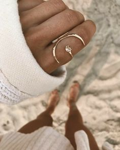 The most widespread of engagement customs is the groom presenting his bride-to-be to be with a ring. The majority of often, the engagement ring is a diamond ring. Nevertheless, diamonds are not the only gemstones used in engagement rings. Jewelry Box, Jewelry Rings, Jewelry Accessories, Fashion Accessories, Fine Jewelry, Fashion Jewelry, Stylish Jewelry, Gold Jewelry, Gold Bracelets