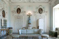 La collezione privata della Villa Serbelloni Sola Cabiati #enjoylarioville #lake #como #lagodicomo #villa #serbelloni #interior #architettura