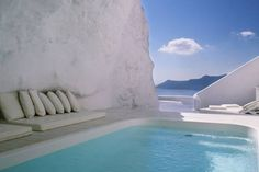 Here is some beautiful pictures of cave pool in one of hotel in Santorini, Greece. Amazing pool carved into the rock in Santorini. Places Around The World, Oh The Places You'll Go, Places To Travel, Places To Visit, Romantic Vacations, Dream Vacations, Romantic Places, Romantic Getaway, Vacation Destinations
