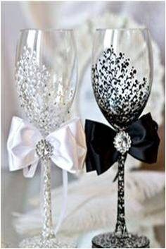 White and Black Wedding Set , Mr & Mrs Wedding Toasting Glasses, th Wedding Anniversary Gifts, Champagne Personalized, Wine Wedding Glasses Wedding Wishes, Wedding Gifts, Diy Wedding Glasses, Wedding Flutes, Wedding Favors, Wedding Cups, Table Wedding, Wedding Invitations, Dream Wedding