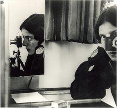 Tina Modotti by Edward Weston Photographer Self Portrait, Self Portrait Photography, Modern Photography, Black And White Photography, Photography Office, Lady Photographer, Vision Photography, Vintage Photography, Street Photography