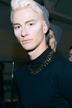 strangeforeignbeauty:  Benjamin Jarvis | Backstage at ODD Fall/Winter 2014 New York Fashion Week | Photographed by Eric White