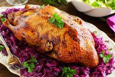 Rață pe varză - cea mai simplă și gustoasă rețetă de rață Romanian Food, Romanian Recipes, Kraut, International Recipes, Good Food, Food And Drink, Turkey, Restaurant, Chicken