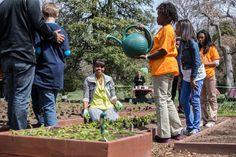 Students from Around the Country Help the First Lady Plant the White House Kitchen Garden