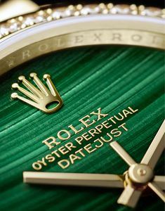 Rolex Watches New Collection : Yellow gold and green: the perfect combination of Rolex's two emblematic colou. - Watches Topia - Watches: Best Lists, Trends & the Latest Styles Rolex Watches For Men, Luxury Watches For Men, Cool Watches, Wrist Watches, Men's Watches, Unique Watches, Beautiful Watches, Rose Gold Rolex Mens, Montres Hugo Boss