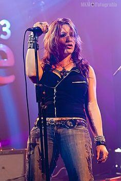 Jamie Nova cantante de Hells Belles (banda tributo AC-DC)