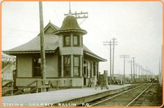 CHAMBLY - BASSIN PQ - Railway Station - la gare - Queen Anne Style architecture OL Queen Anne, Quebec, Ol, Outdoor Structures, Cabin, History, Architecture, House Styles, Train Stations