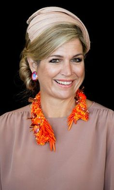 She likes to make a statement! Queen Maxima of the Netherlands gives us a masterclass in how to jazz up even the simplest outfit with a chunky statement necklace. Click through the gallery to see the Dutch royal's most outlandish pieces. Cream Earrings, Burnt Orange Dress, Royal Jewelry, Crystal Jewelry, Jewelry Art, Silver Jewelry, Royal Engagement, Queen Maxima, Royal Fashion