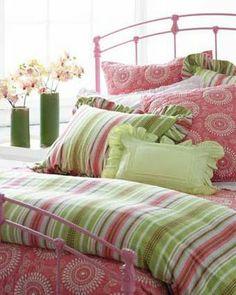 mixed pattern pink and green bedding, bedroom decor Cozy Cottage, Cottage Style, Girls Bedroom, Bedroom Decor, Master Bedroom, Murs Roses, Beige Bed Linen, Green Bedding, Floral Bedding
