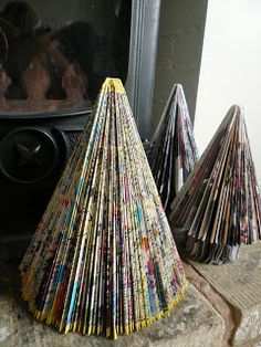 Step-by-step instructions for making a Christmas Tree from a book - easy to… Book Christmas Tree, Book Tree, Ribbon On Christmas Tree, Christmas Gifts For Mom, Christmas Projects, Handmade Christmas, Christmas Diy, White Christmas, Simple Christmas