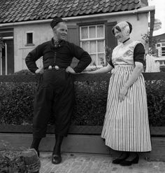Man en vrouw in uitgaansdracht, Urk (1950-1960) #Urk Traditional Dresses, Netherlands, America, Costumes, Couple Photos, People, Pants, Fashion, Germany