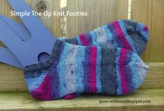 A FREE Knitting pattern for simple toe up knit footies. It's a great introduction to toe up knitted socks since footies are a quick knit sock.