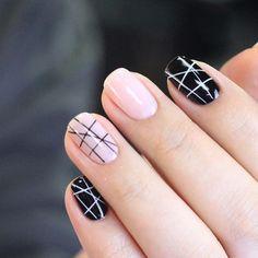 Uñas geométricas en negro y rosa. Tendencia 2017 en uñas decoradas.