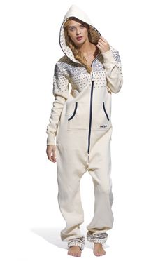 Lay back and enjoy the leisure look with a OnePiece jumpsuit. Oh man I wish I could wear this. Pijamas Onesie, Look Fashion, Winter Fashion, Cotton Jumpsuit, Mode Style, Jumpsuits For Women, Swagg, Lounge Wear, What To Wear