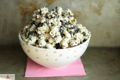 Cookies and Cream Popcorn  -    Move over caramel corn. There's a new sweet take on a salty favorite. For the complete sweet and salty recipe, simply click on the photo  ENJOY!