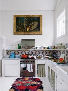 Boho Kitchen Decor With Colorful Fluffy Rug A colorful fluffy rug, a mosaic tile backsplash and some curtains give this kitchen a cool boho feel. Kitchen Interior, Interior And Exterior, Kitchen Decor, Mint Kitchen, Kitchen Ideas, Küchen Design, House Design, Design Ideas, Mediterranean Kitchen