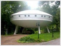 It's a spaceship - No, it is a house... Unique House Design..