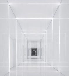 Inspiration for Station interior. All-white coridor. Soho Fuxing Plaza by Aim Architecture. Space Architecture, Futuristic Architecture, Wc Decoration, Futuristic Interior, Luxury Interior, White Space, Light Installation, White Aesthetic, Office Interiors