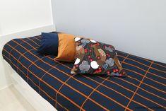 Kissankäpälä: Tiiliskivi-päiväpeitto, Marimekko bed cover Marimekko, Bed Covers, Bed Quilts, Daybed Covers, Bedspreads, Coverlet Bedding, Bed Throws