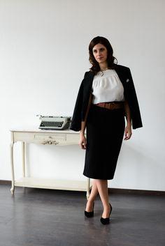 Welche Business Mode gehört in jeden Kleiderschrank? Blazer, Rock und moderne weiße Bluse: Schnittmuster zum kostenlosen Download in #sisterMAG17. Outfit @evin