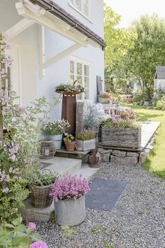 Petite Pergola, Getaway Cabins, Wooden Ceilings, Backyard, Patio, Pretty Pastel, Planter Boxes, Go Green, Cottage Chic