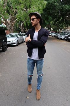 0d7a051d67 Take a look at the best what to wear with jeans and chelsea boots in the  photos below and get ideas for your outfits! How To Wear Cropped Jeans with  Chelsea ...