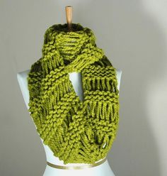 Love this green and simple knit pattern.