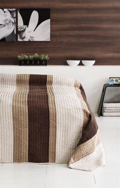 Ágytakaró JEA 160x220cm barna a JYSK-nél. Ottoman, Ornament, Blanket, Chair, Table, House, Furniture, Home Decor
