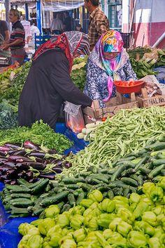 farmer's market in hereke, turkey | travel photography