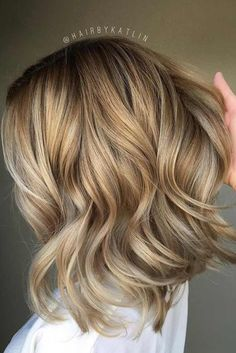27 Pretty Shoulder Length Hair Styles We have collected the . - 27 Pretty Shoulder Length Hair Styles We have collected the trendiest shoulder - Middle Length Hair, Wavy Shoulder Length Hair, Loose Curls Medium Length Hair, Medium Blonde Hair, Blonde Bobs, Medium Hair Styles, Short Hair Styles, Long Bob Haircuts, Curled Hairstyles