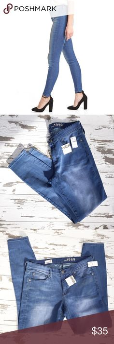 🌟NWT🌟 1969 Legging Jean Jeans are new with tags without any defects. The inseam is approximately 29.5 inches in the waste is approximately 17 inches across lying flat. The rise is approximately 9 inches. The fabric content is 70% cotton 28% polyester and 3% spandex. GAP Jeans Skinny